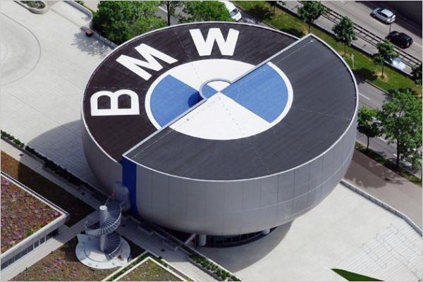 Antrąkart gimęs, prisikėlęs ir originalus visomis prasmėmis – BMW muziejus.