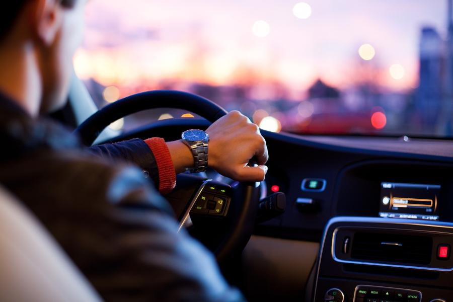 Kokias papildomas paslaugas siūlo automobilių nuomos punktai?