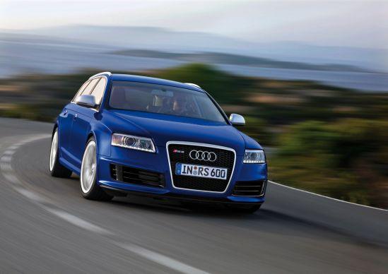 Audi RS6 Lietuvoje kol kas dar tik miesto reklaminėse iškabose!